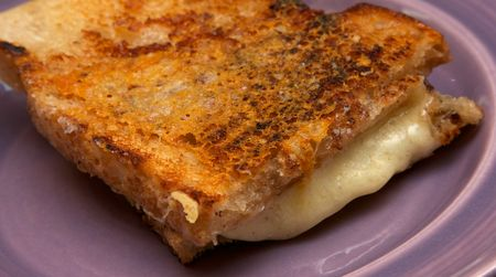 Gooey-crisp-toasted-cheese 2